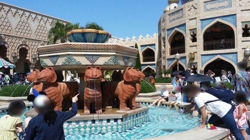 ディズニーシーの噴水でマナー違反