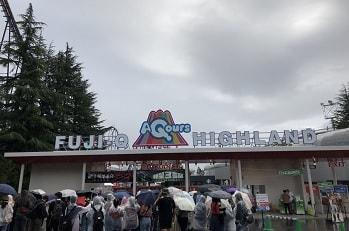 富士急ハイランド開園待ち雨